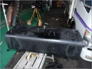 トラックディーゼル 燃料タンク、パイプ、錆損修理後-2