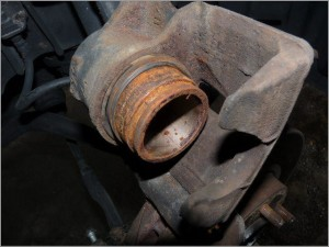 ブレーキ 固着修理 ブレーキピストン交換前